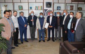 طی مراسمی ویژه از زحمات بهمن درخشان رئیس اسبق اتحادیه فروشندگان لوازم خانگی شهریار تقدیر شد